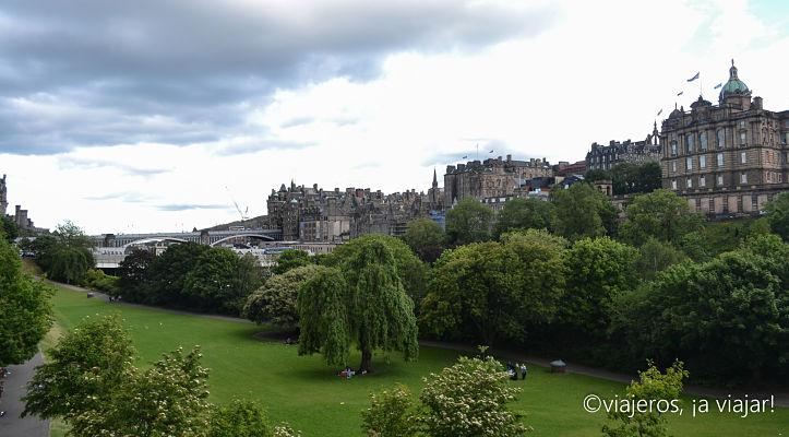 Castillo de Edimburgo desde Princes Street