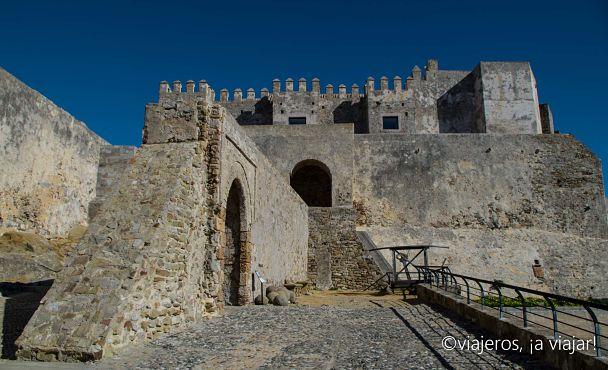 TARIFA. Entrando al castillo