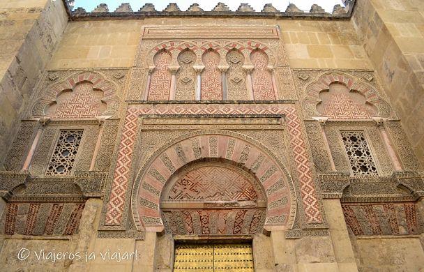 Portada de la mezquita